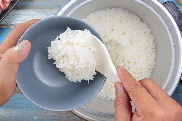 Vhodnou potravinou je rýže, uvařená hodně doměkka.