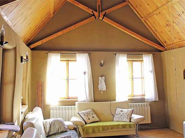 hlíněná omítka v interiéru