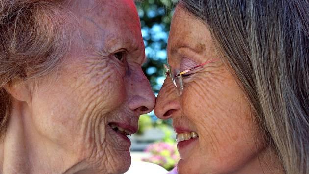 Typickým projevem Alzheimerovy choroby je demence