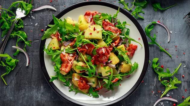 Nenechte si ujít letní bramborové saláty bez majonézy.