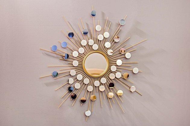 Zrcadlo ve stylu slunce je módním hitem současnosti.