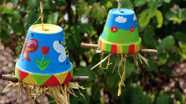 Úkryty pro škvory mohou zahradu přímo ozdobit