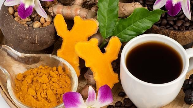 Přidejte do šálku černé kávy lžičku kurkumy. Výsledek vás ohromí