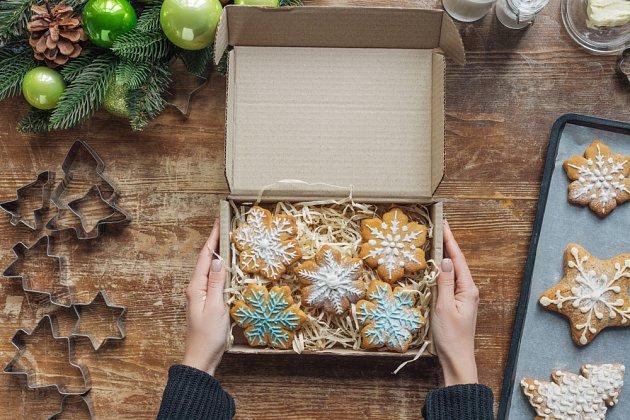Vánoční perníčky po nazdobení uložíme do krabičky.
