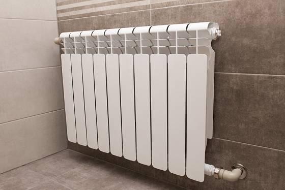 Radiátory v koupelnách najdeme stále nejčastěji.