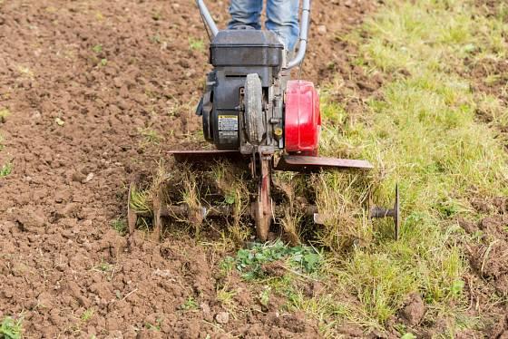 Kypřič pomůže při přípravě pozemku.