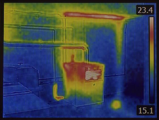 Teplota je v termo kameře rozlišená pomocí barvy