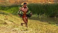 Běh na 30 km s trsy banánů je velký fyzický výkon
