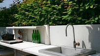 Venkovní kuchyň můžete postavit z rozmanitých stavebních zbytků