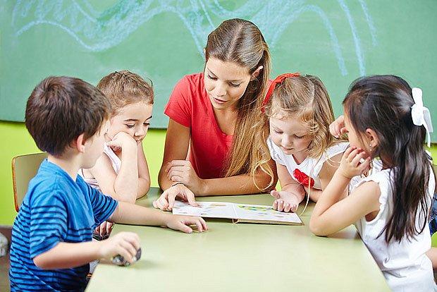 Nedůvěra k učitelkám ve školce je většinou neopodstatněná