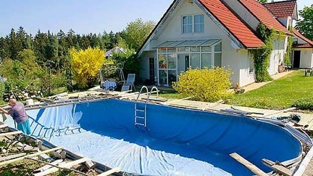 plechový bazén s fólií