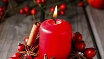 Hvězdička badyánu a svitek skořice se u rozehřáté svíčky v jablku krásně rozvoní.