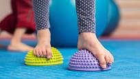 Správná stimulace působí preventivně například proti plochým chodidlům