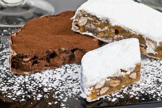 Panforte můžeme obalit cukrem nebo kakaem, podle chuti