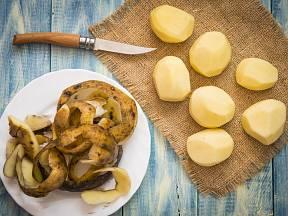 Slupky od brambor mají překvapivé využití.