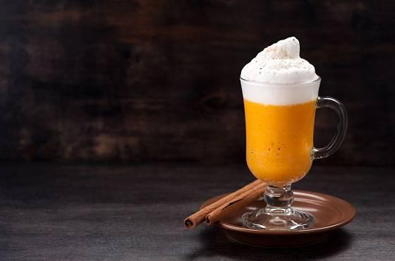 Pro ty, kdo kávu nepijí, můžete připravit dýňové latté i bez ní