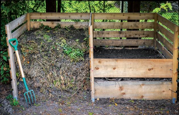 Nejlepší, ale na plochu náročnější jsou vícekomorové komposty