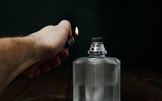 Nejpve zapalíte knot katalytické lampy