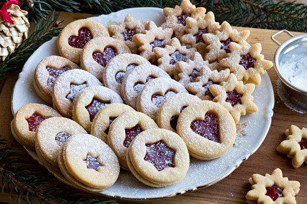 Linecké cukroví nesmí na Vánoce chybět.