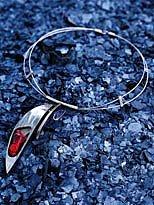 kovový šperk
