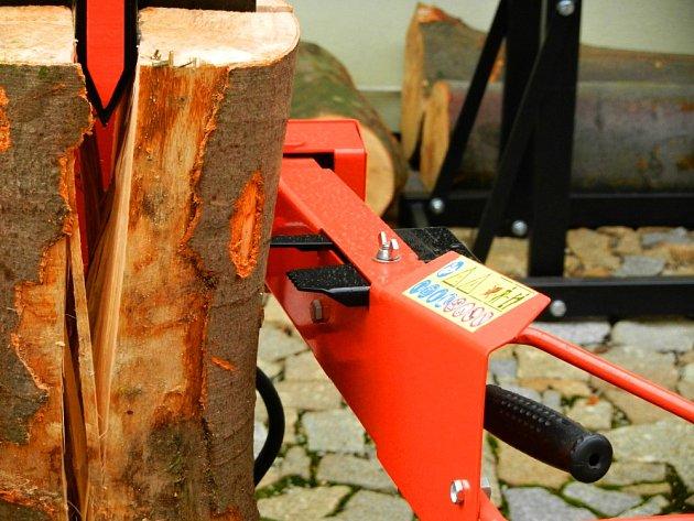 Štípačka dřeva.