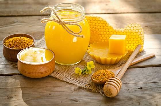 Kromě medu je ceněným produktem včel také pyl a vosk