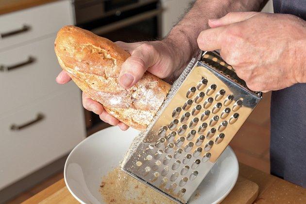 K zahuštění můžeme využít např. nastrouhaný chléb.