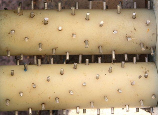 Kovové hřeby drtičky