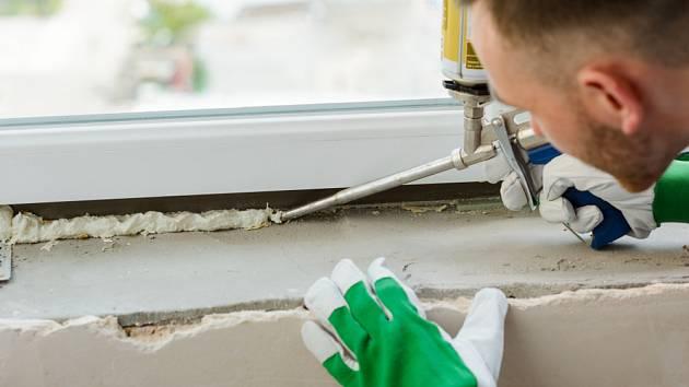 Usazení oken pomocí montážní pěny