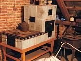 kachlový stolek patří k nejstarším exponátům