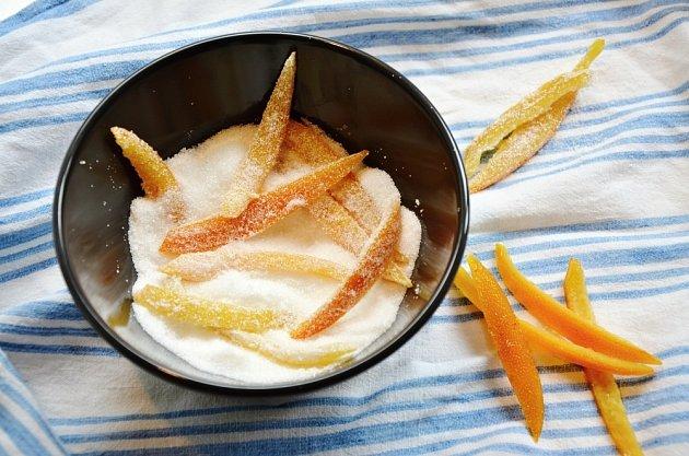 Na závěr obalíme oranžety v cukru.