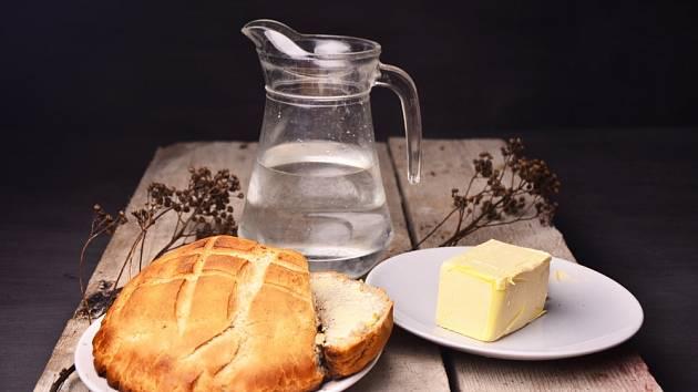 Domácí máslo je stejně návykové jako domácí chleba
