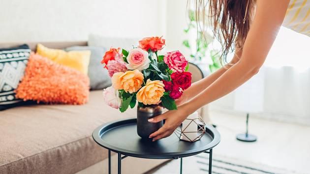 Kytice růží není levnou záležitostí. Proto nás může mrzet, že květiny velice rychle chřadnou