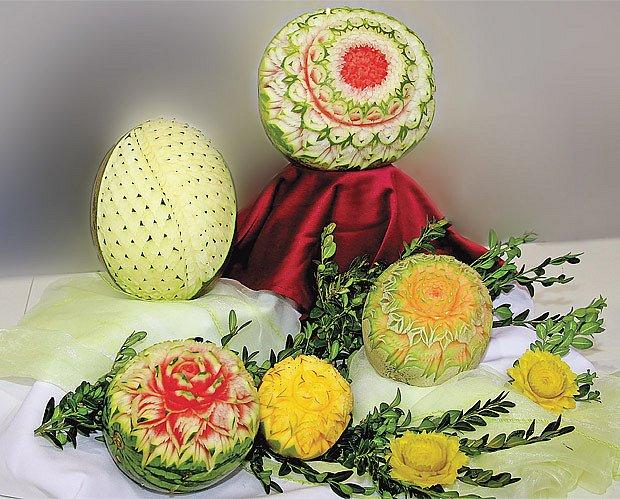 Květy uvnitř melounu