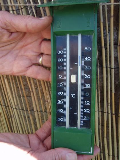 Teploměr zaznamenávající teplotní minima i maxima