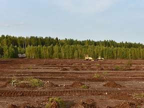Smutný pohled na těžbu rašeliny.