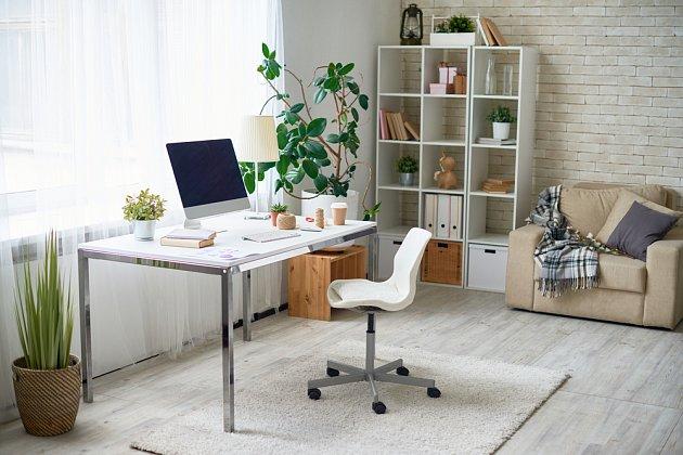 Pracovní stůl by neměl být umístěn přímo naproti oknu.