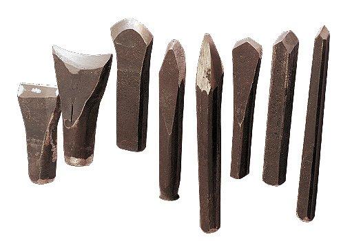 Pilníkář používá dlátka s různým profilem ostří podle typu zubu