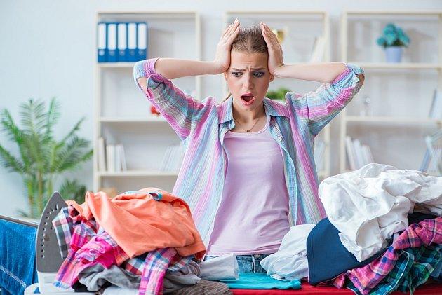 Pomačkané prádlo dá při žehlení pořádně zabrat