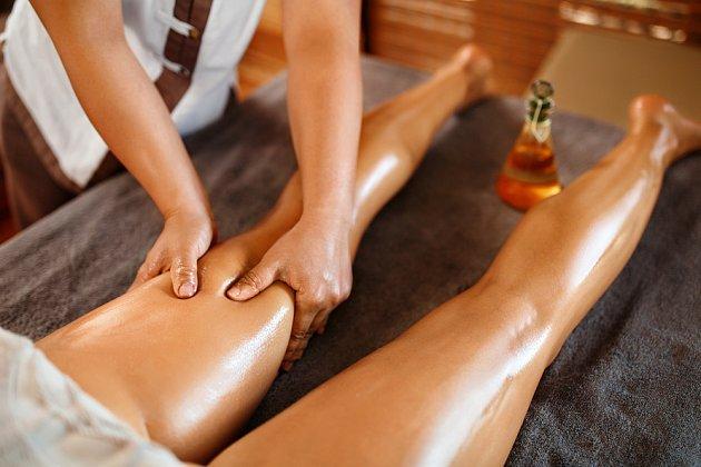 Pro maséra je masáž proti celulitidě pořádný záběr...