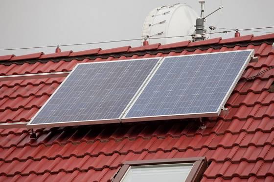 Solární panely na střeše slouží k výrobě elektrické energie