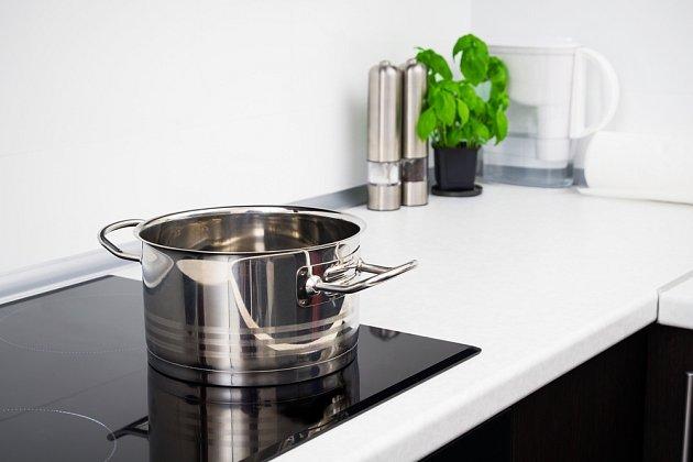 Speciální nádobí pro vaření na indukci poznáte podle piktogramu cívky.