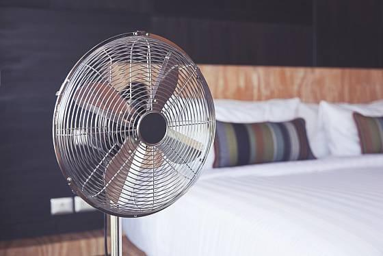 Klasický ventilátor se dá sehnat i z kovu