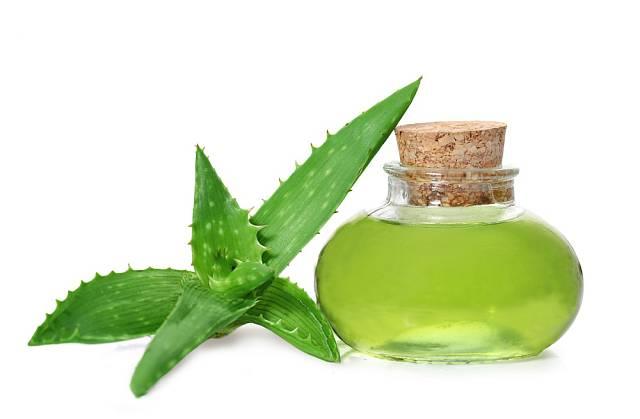 Z gelu Aloe vera a okurky si můžete vyrobit také oční gel.