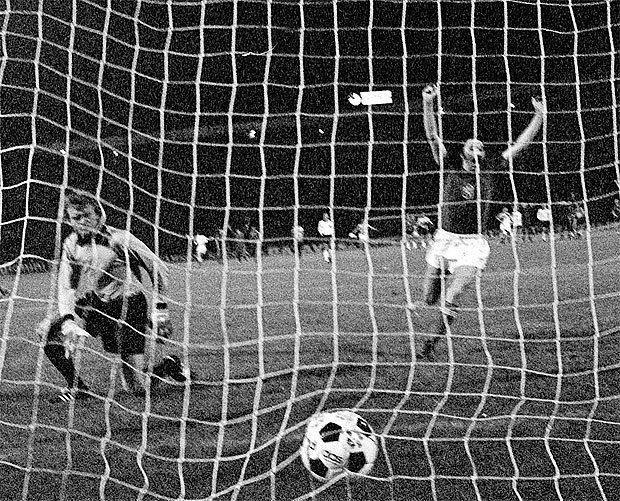 penalta z finále mistrovství Evropy v roce 1976