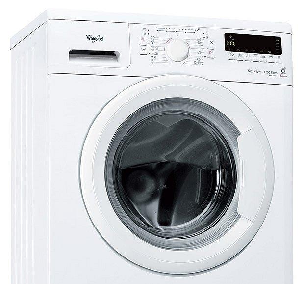 Úzká pračka Whirlpool pojme 6 kg prádla
