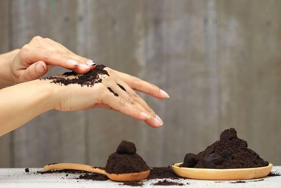Kávová sedlina se hodí i pro kosmetické účely