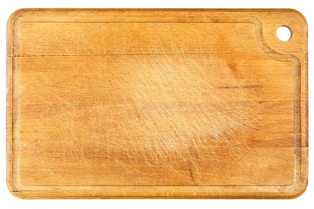 opotřebené kuchyňské prkénko můžeme čas od času ošetřit oleje
