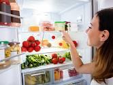 Správné uložení potravin v lednici prodlouží jejich životnost.