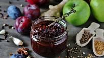 Skvělé ovocné čatní připravíte i ze slív a letních jablek